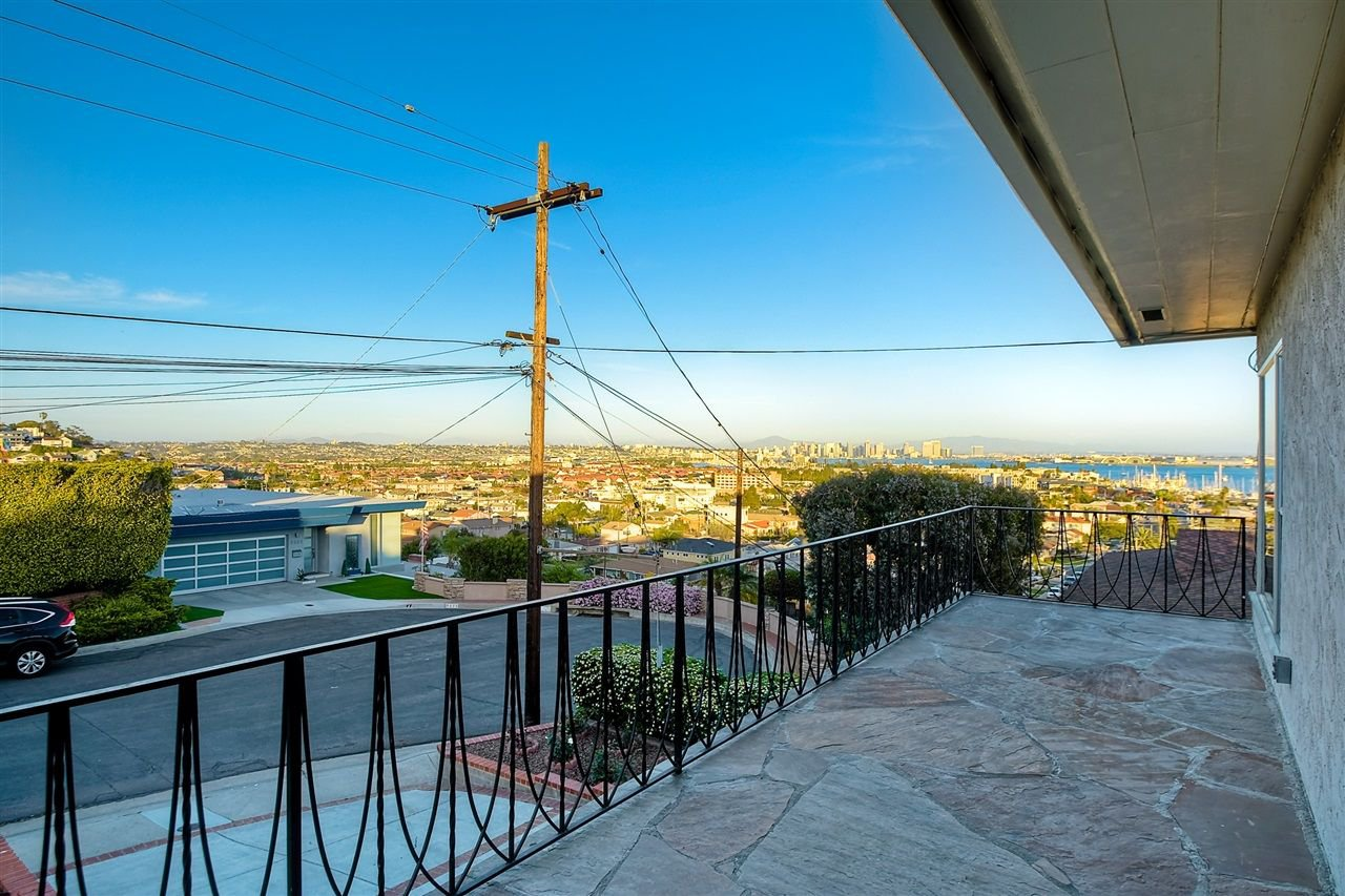 Photo 3: Photos: POINT LOMA House for sale : 4 bedrooms : 3335 Hugo St in San Diego