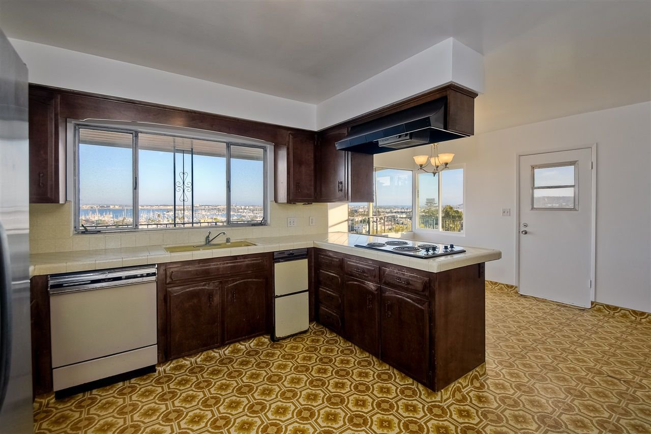 Photo 9: Photos: POINT LOMA House for sale : 4 bedrooms : 3335 Hugo St in San Diego