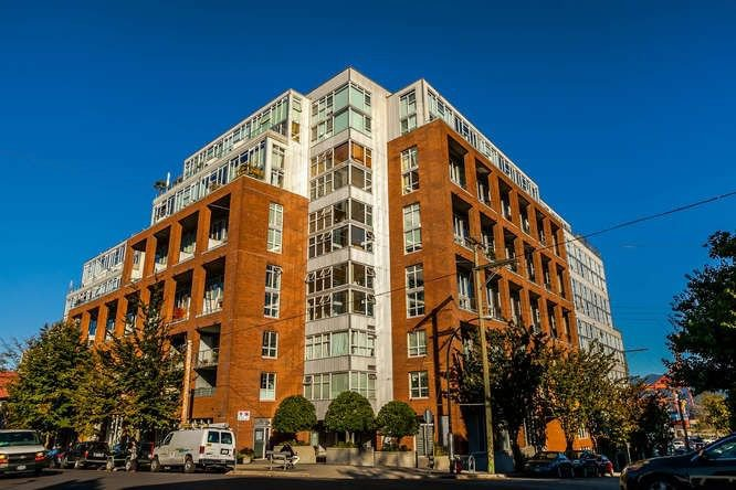Main Photo: 253 ALEXANDER Street in Vancouver: Hastings Condo for sale (Vancouver East)  : MLS®# R2211027