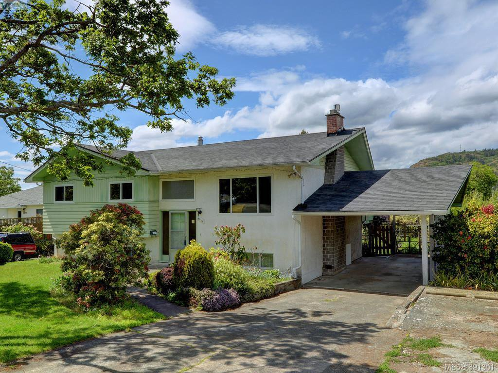 Main Photo: 4416 Torquay Dr in VICTORIA: SE Gordon Head Single Family Detached for sale (Saanich East)  : MLS®# 786613