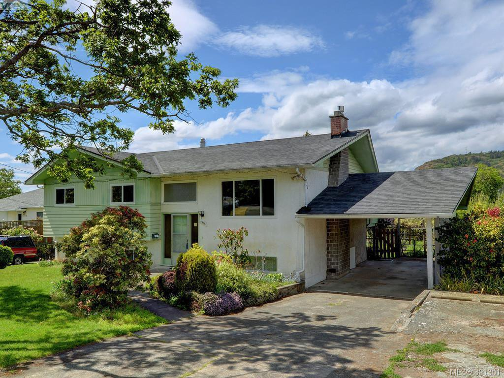 Main Photo: 4416 Torquay Dr in VICTORIA: SE Gordon Head House for sale (Saanich East)  : MLS®# 786613