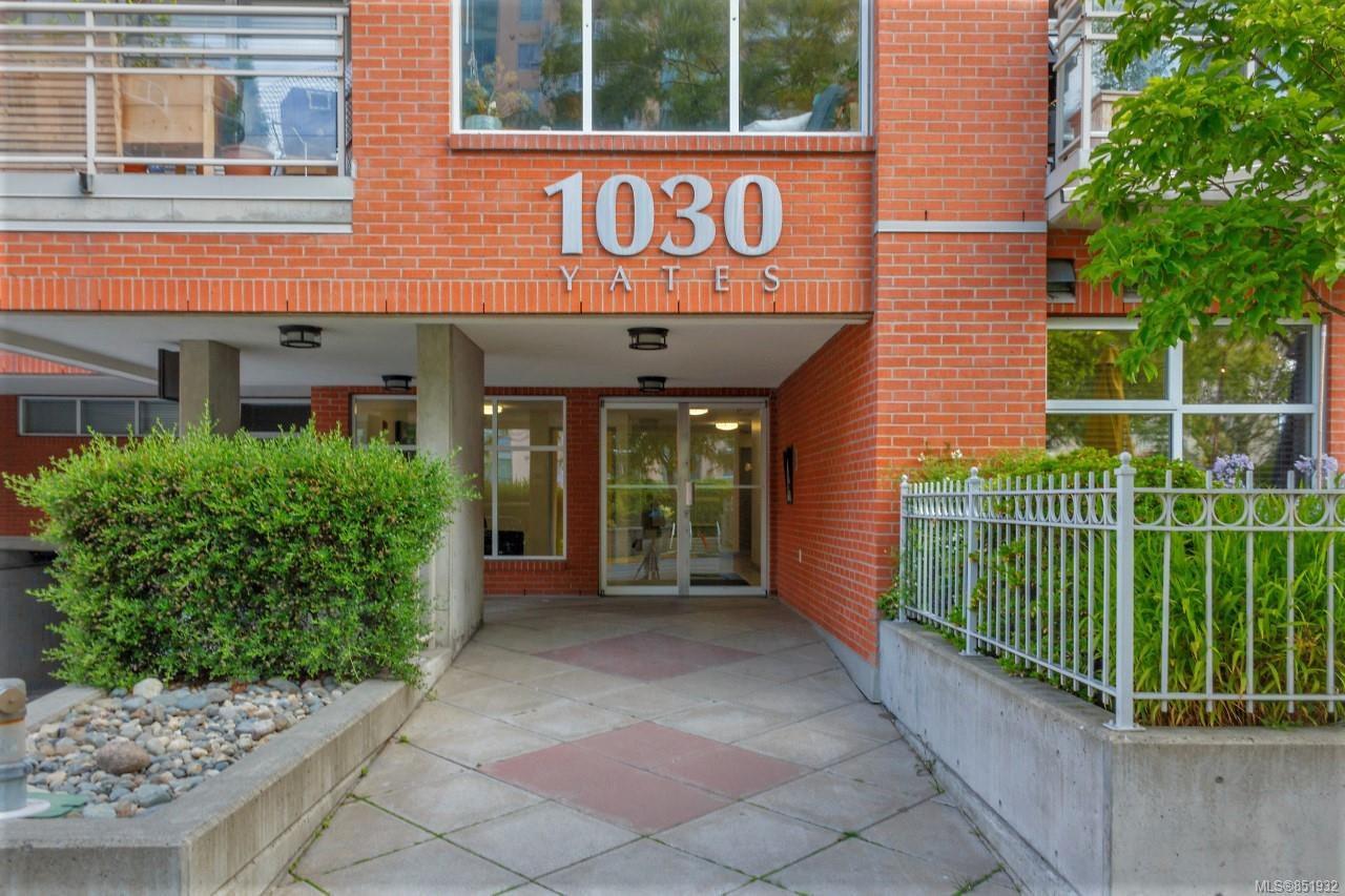 Main Photo: 209 1030 Yates St in : Vi Downtown Condo Apartment for sale (Victoria)  : MLS®# 851932