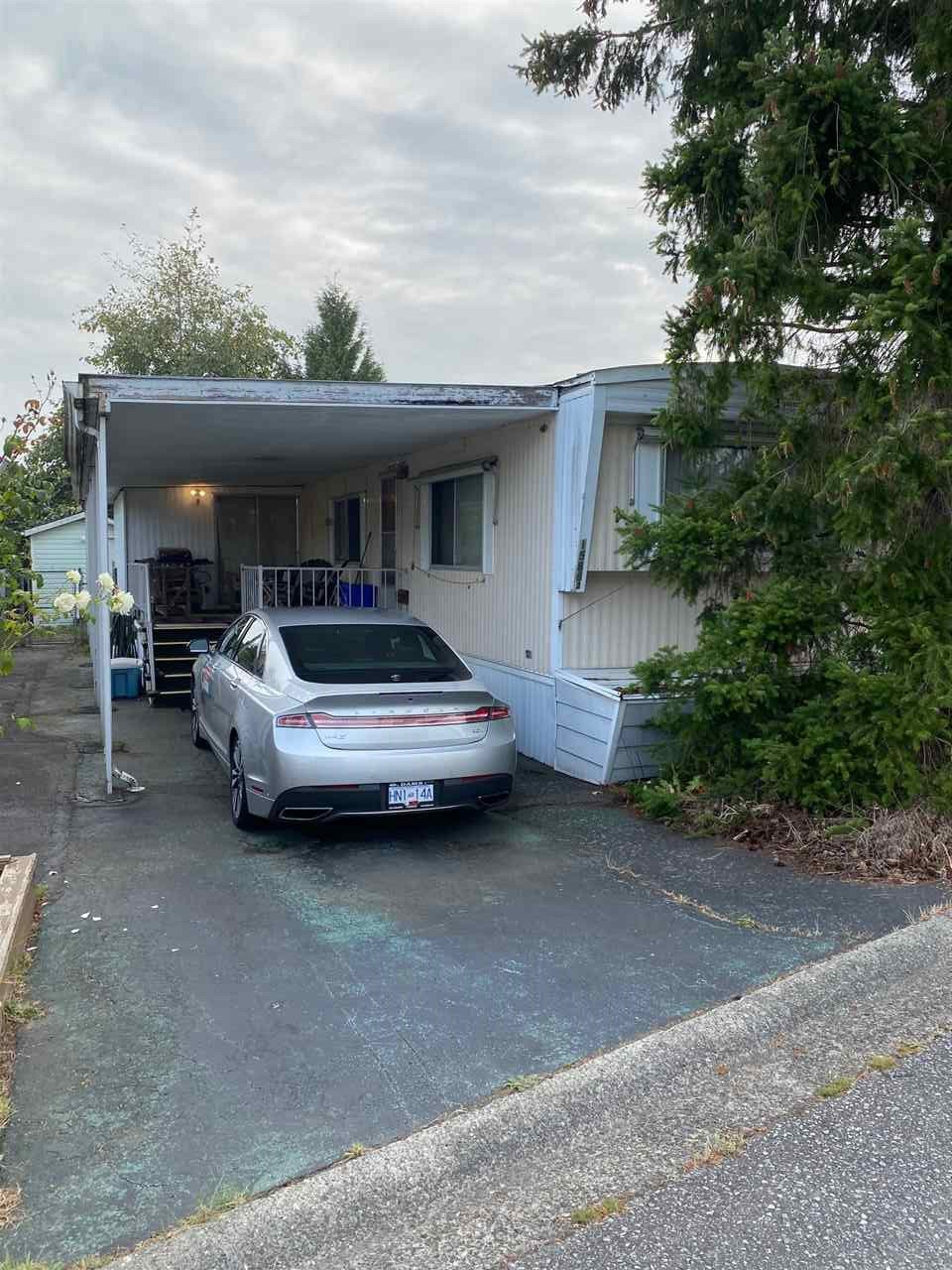 Main Photo: 15882 NORFOLK Street in Surrey: King George Corridor Manufactured Home for sale (South Surrey White Rock)  : MLS®# R2497793