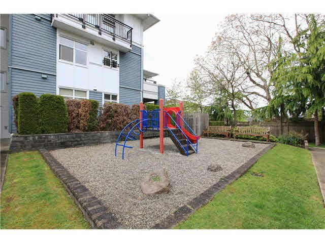 "Photo 14: Photos: 208 6508 DENBIGH Avenue in Burnaby: Forest Glen BS Condo for sale in ""OAKWOOD"" (Burnaby South)  : MLS®# V1119333"