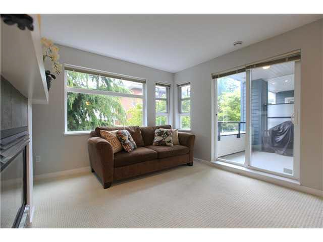 "Photo 3: Photos: 208 6508 DENBIGH Avenue in Burnaby: Forest Glen BS Condo for sale in ""OAKWOOD"" (Burnaby South)  : MLS®# V1119333"