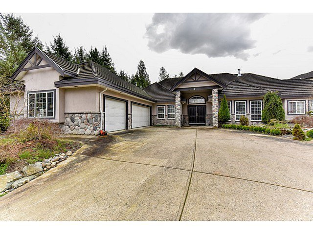 "Main Photo: 8461 WILDWOOD Place in Surrey: Fleetwood Tynehead House for sale in ""Tynehead"" : MLS®# R2047697"