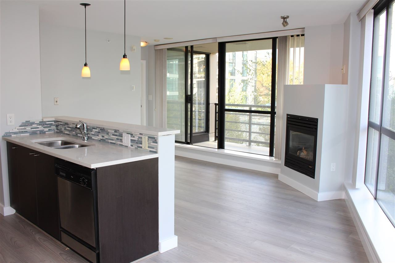 """Main Photo: 501 124 W 1ST Street in North Vancouver: Lower Lonsdale Condo for sale in """"THE Q"""" : MLS®# R2115647"""