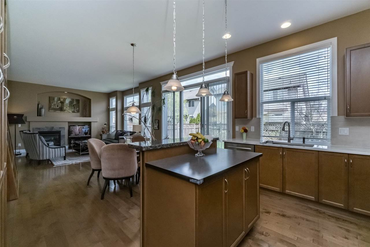 Photo 10: Photos: 7340 200A Street in Langley: Willoughby Heights House for sale : MLS®# R2156658