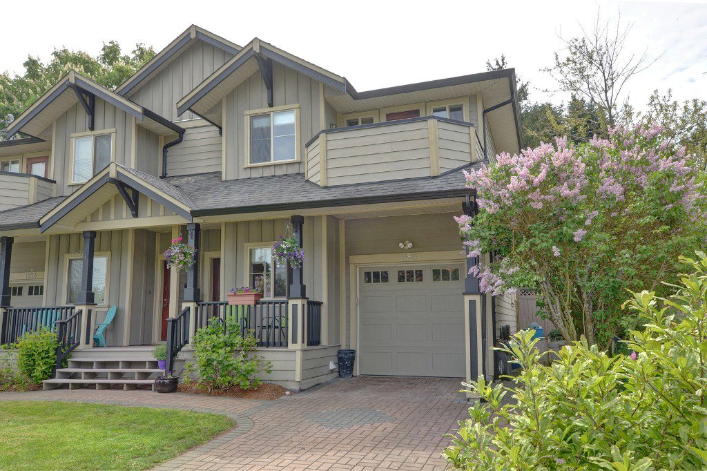 Main Photo: 1185 Colville Rd in VICTORIA: Es Rockheights Half Duplex for sale (Esquimalt)  : MLS®# 759933