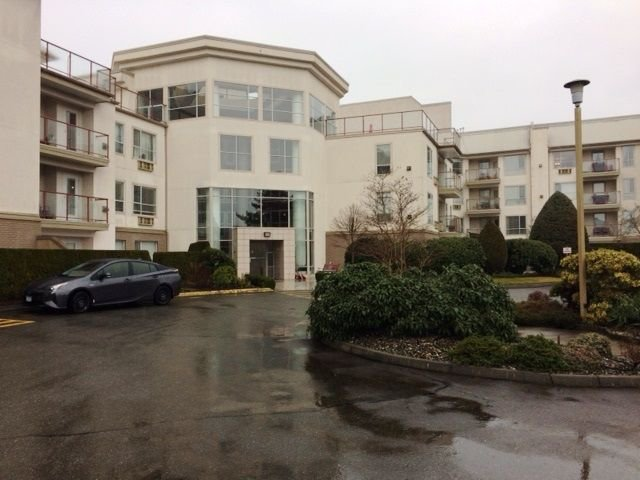 "Main Photo: 318 2626 COUNTESS Street in Abbotsford: Abbotsford West Condo for sale in ""WEDGEWOOD"" : MLS®# R2235047"