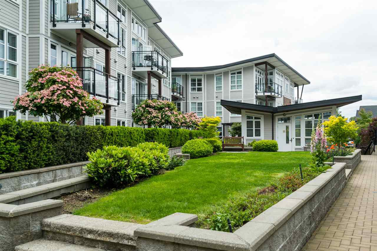 "Photo 17: Photos: 419 23215 BILLY BROWN Road in Langley: Fort Langley Condo for sale in ""WATERFRONT AT BEDFORD LANDING"" : MLS®# R2295120"