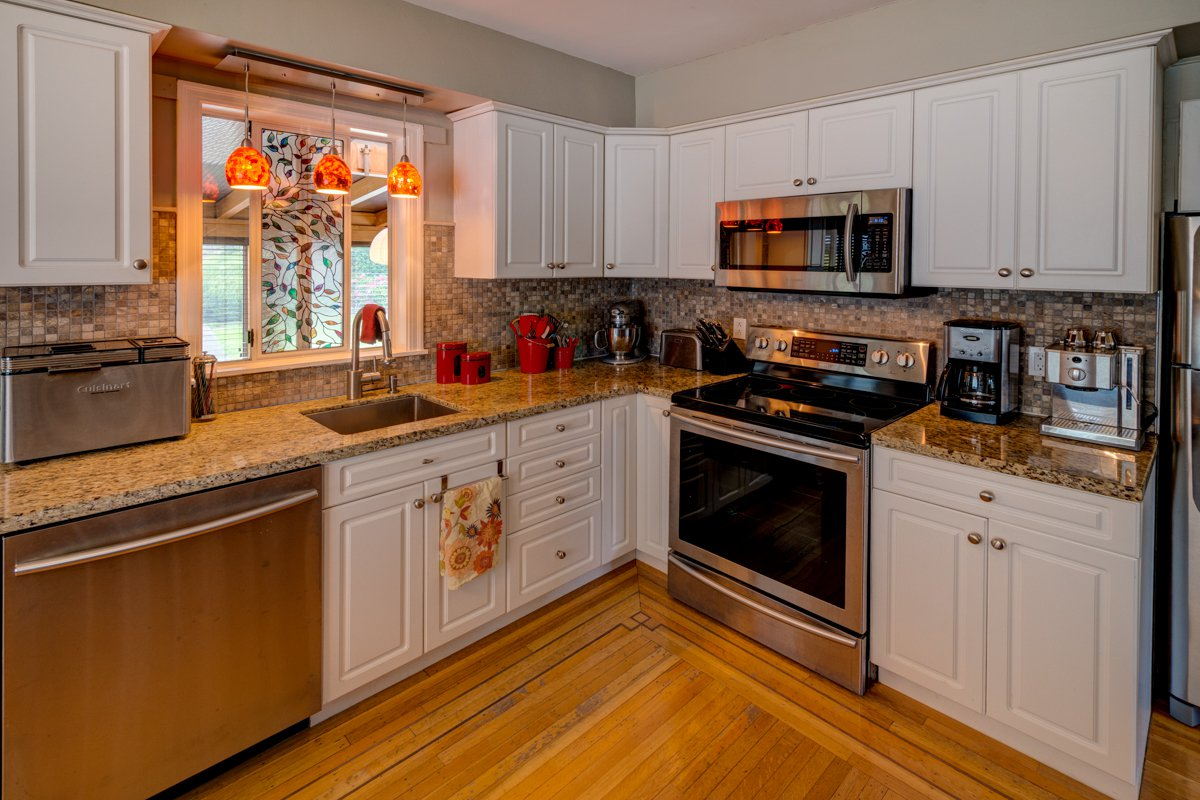 "Photo 13: Photos: 933 LAUREL Street in New Westminster: The Heights NW House for sale in ""The Heights"" : MLS®# R2308868"