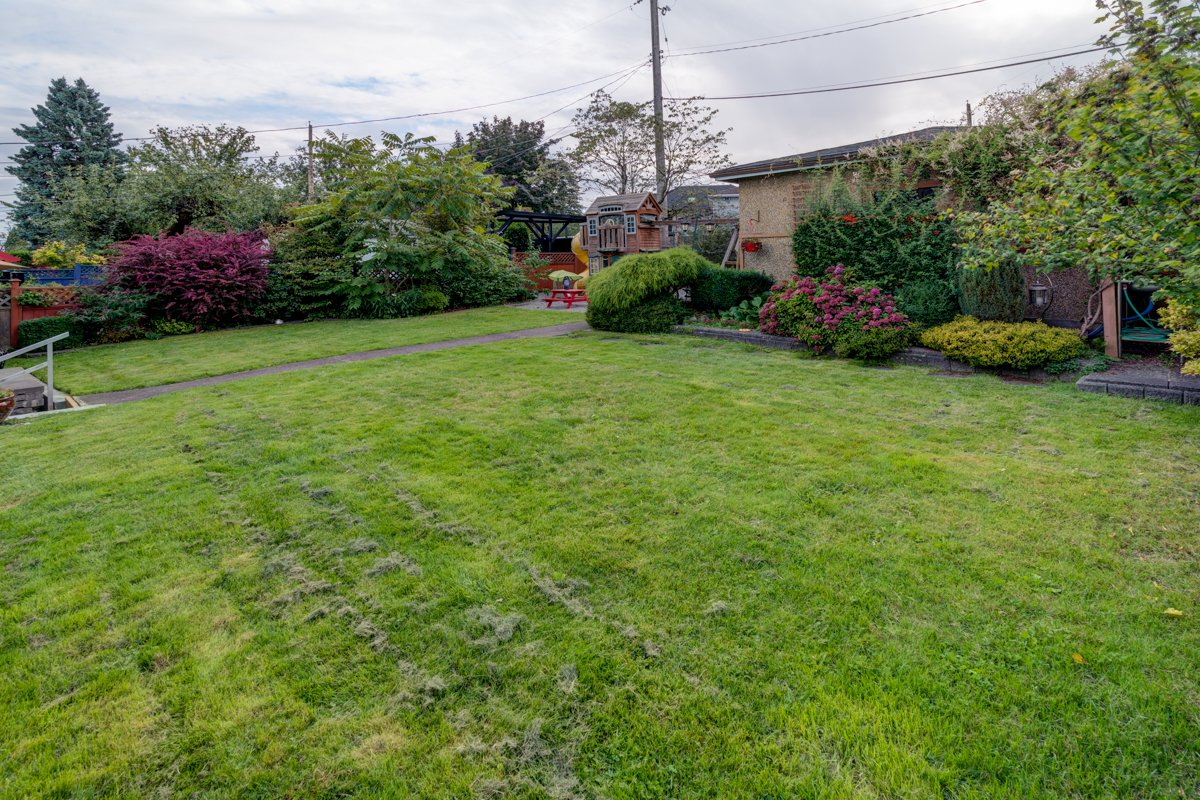 "Photo 37: Photos: 933 LAUREL Street in New Westminster: The Heights NW House for sale in ""The Heights"" : MLS®# R2308868"