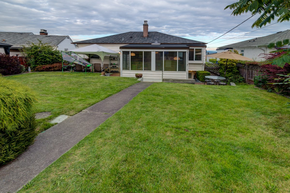 "Photo 44: Photos: 933 LAUREL Street in New Westminster: The Heights NW House for sale in ""The Heights"" : MLS®# R2308868"
