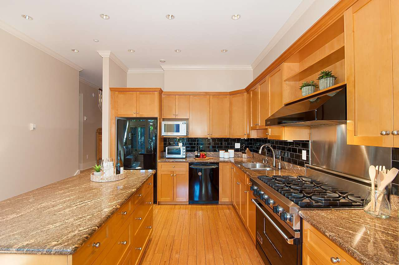 Photo 7: Photos: 2236 W 15TH Avenue in Vancouver: Kitsilano House 1/2 Duplex for sale (Vancouver West)  : MLS®# R2319480