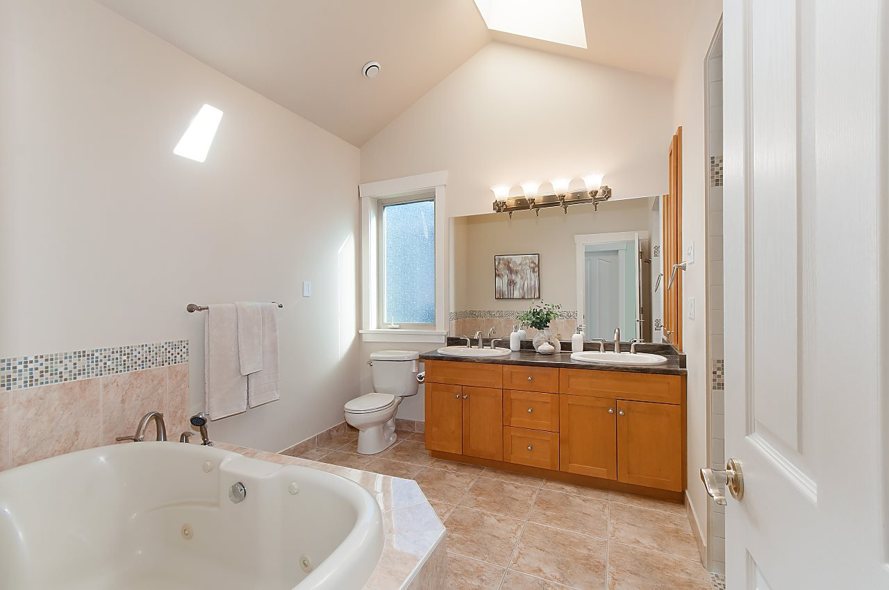 Photo 14: Photos: 2236 W 15TH Avenue in Vancouver: Kitsilano House 1/2 Duplex for sale (Vancouver West)  : MLS®# R2319480