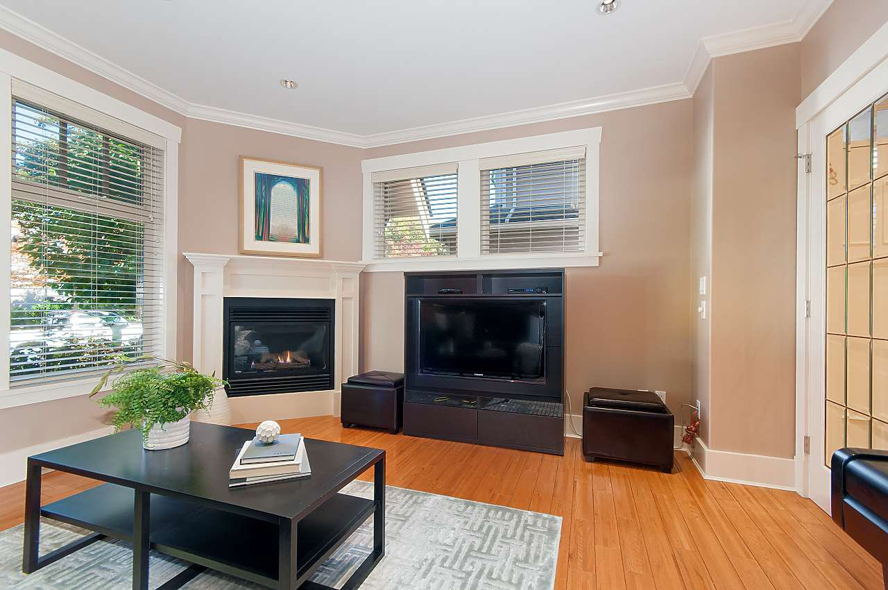 Photo 11: Photos: 2236 W 15TH Avenue in Vancouver: Kitsilano House 1/2 Duplex for sale (Vancouver West)  : MLS®# R2319480