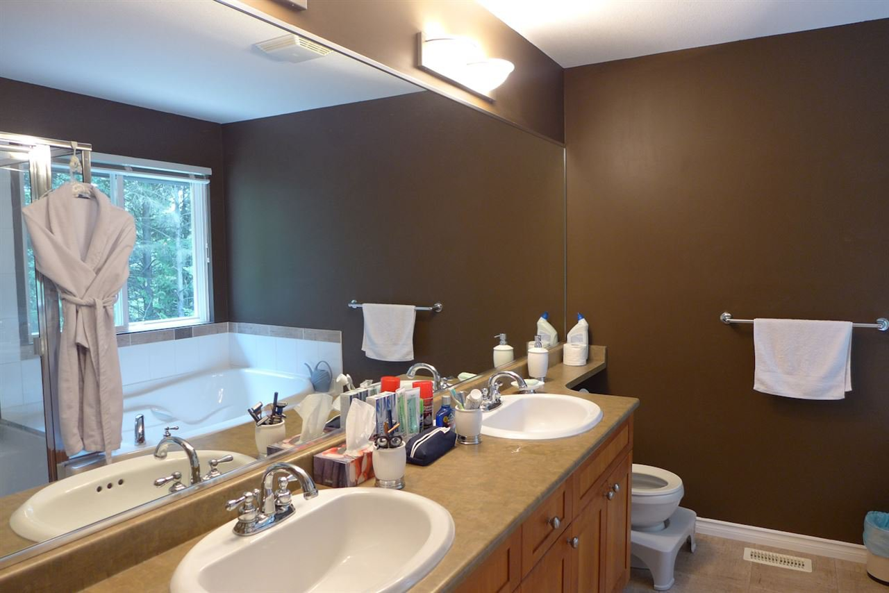 """Photo 9: Photos: 72 1701 PARKWAY Boulevard in Coquitlam: Westwood Plateau House for sale in """"Tango"""" : MLS®# R2380225"""