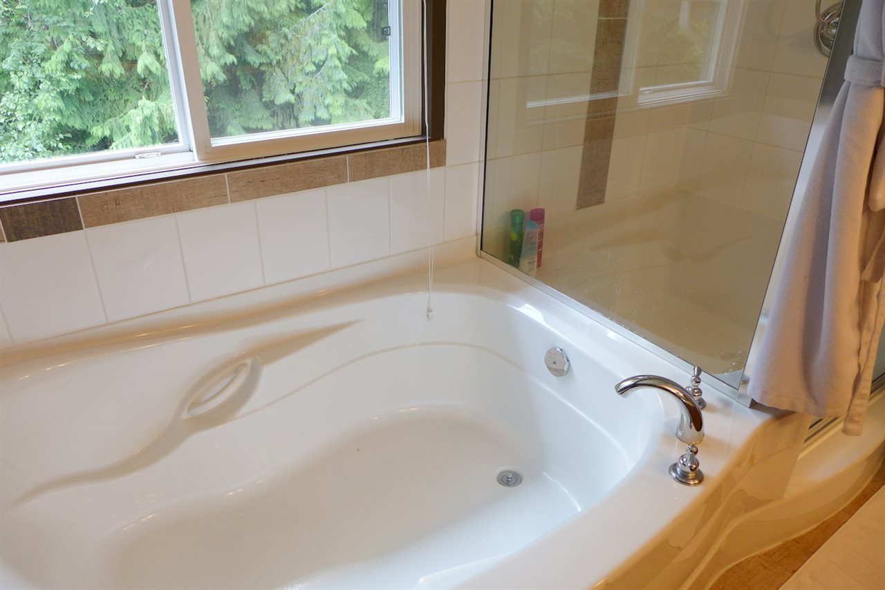 """Photo 10: Photos: 72 1701 PARKWAY Boulevard in Coquitlam: Westwood Plateau House for sale in """"Tango"""" : MLS®# R2380225"""