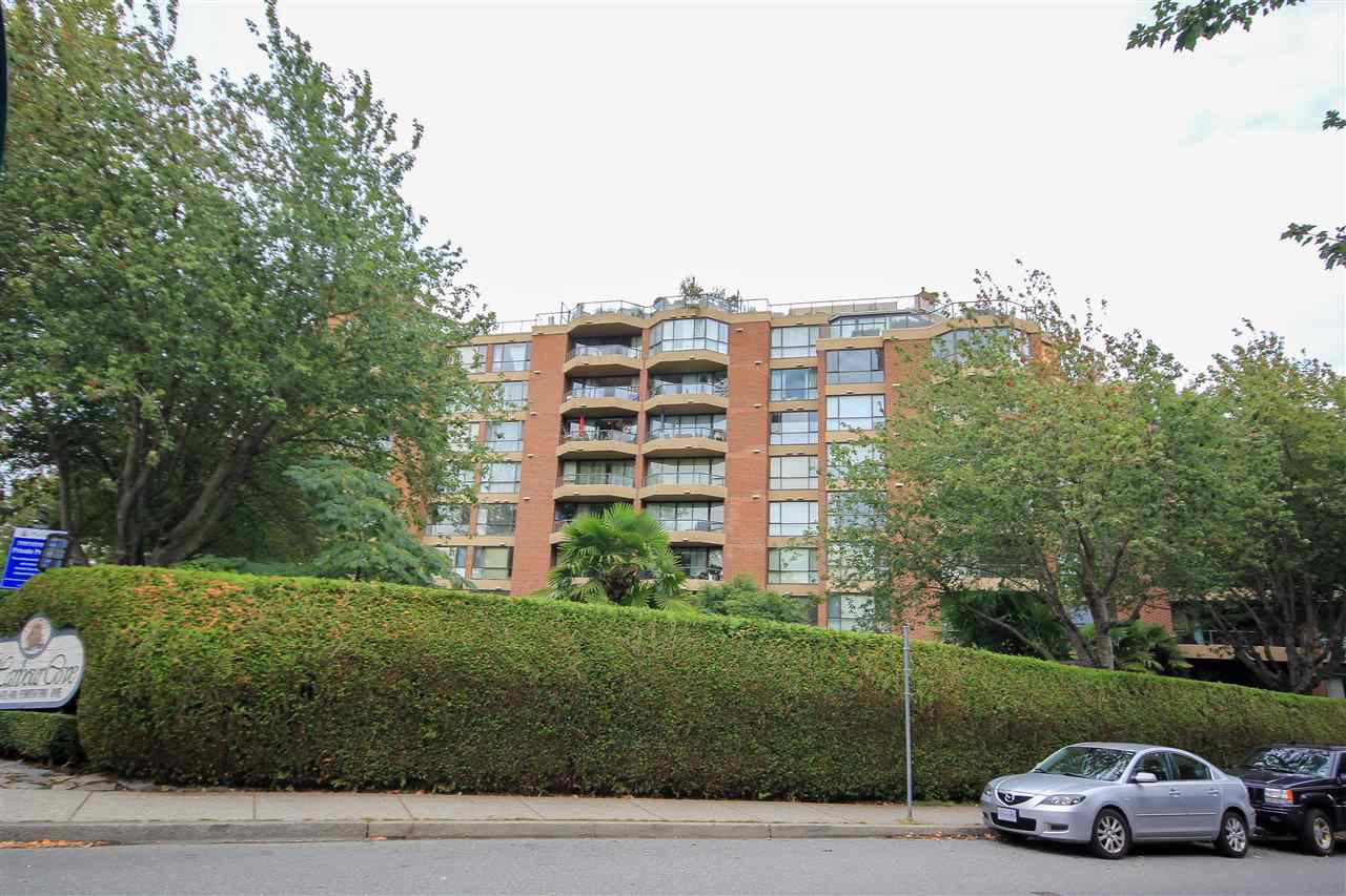 "Main Photo: 109 1450 PENNYFARTHING Drive in Vancouver: False Creek Condo for sale in ""Harbour Cove"" (Vancouver West)  : MLS®# R2403109"