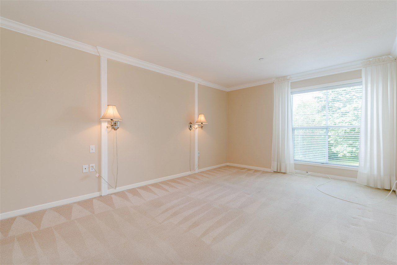 """Photo 21: Photos: 202 15290 18 Avenue in Surrey: King George Corridor Condo for sale in """"STRATFORD BY THE PARK"""" (South Surrey White Rock)  : MLS®# R2460896"""