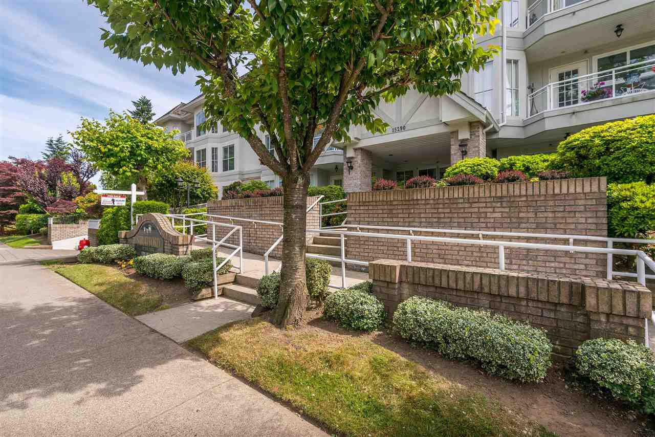 """Photo 2: Photos: 202 15290 18 Avenue in Surrey: King George Corridor Condo for sale in """"STRATFORD BY THE PARK"""" (South Surrey White Rock)  : MLS®# R2460896"""