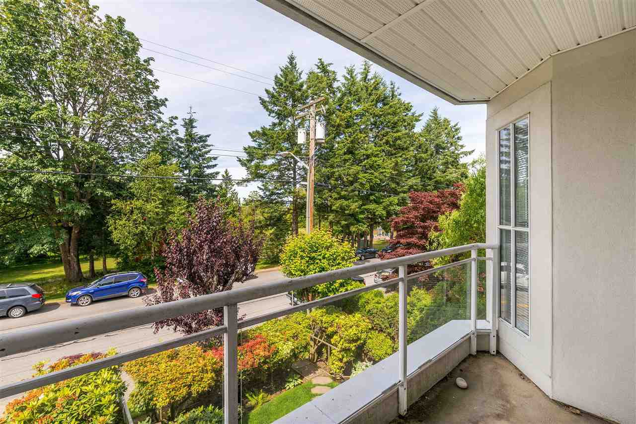 """Photo 31: Photos: 202 15290 18 Avenue in Surrey: King George Corridor Condo for sale in """"STRATFORD BY THE PARK"""" (South Surrey White Rock)  : MLS®# R2460896"""