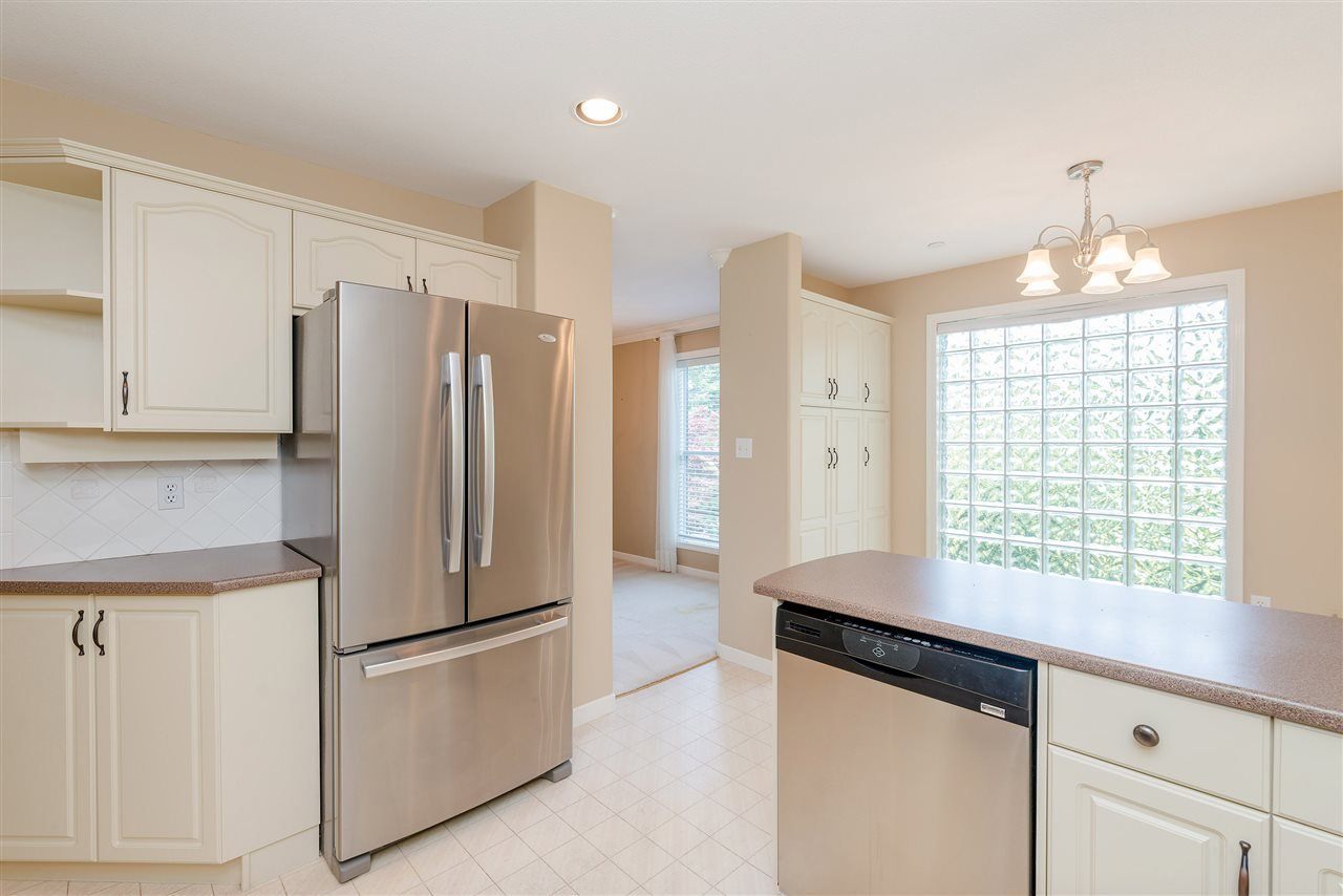"""Photo 17: Photos: 202 15290 18 Avenue in Surrey: King George Corridor Condo for sale in """"STRATFORD BY THE PARK"""" (South Surrey White Rock)  : MLS®# R2460896"""