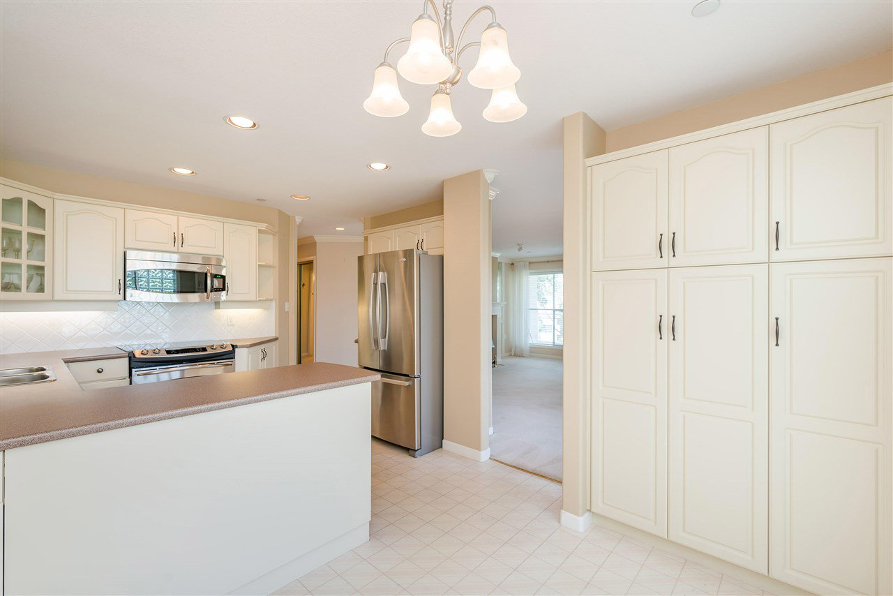 """Photo 19: Photos: 202 15290 18 Avenue in Surrey: King George Corridor Condo for sale in """"STRATFORD BY THE PARK"""" (South Surrey White Rock)  : MLS®# R2460896"""