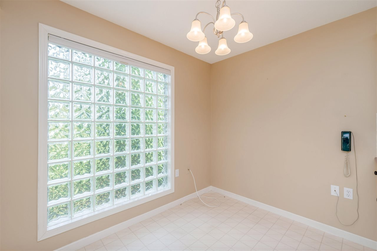 """Photo 18: Photos: 202 15290 18 Avenue in Surrey: King George Corridor Condo for sale in """"STRATFORD BY THE PARK"""" (South Surrey White Rock)  : MLS®# R2460896"""