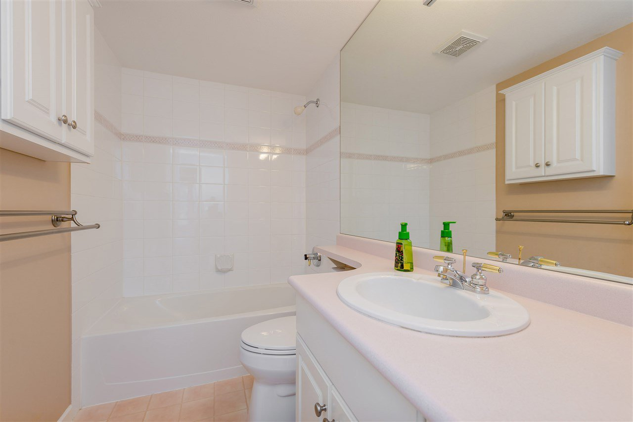 """Photo 27: Photos: 202 15290 18 Avenue in Surrey: King George Corridor Condo for sale in """"STRATFORD BY THE PARK"""" (South Surrey White Rock)  : MLS®# R2460896"""