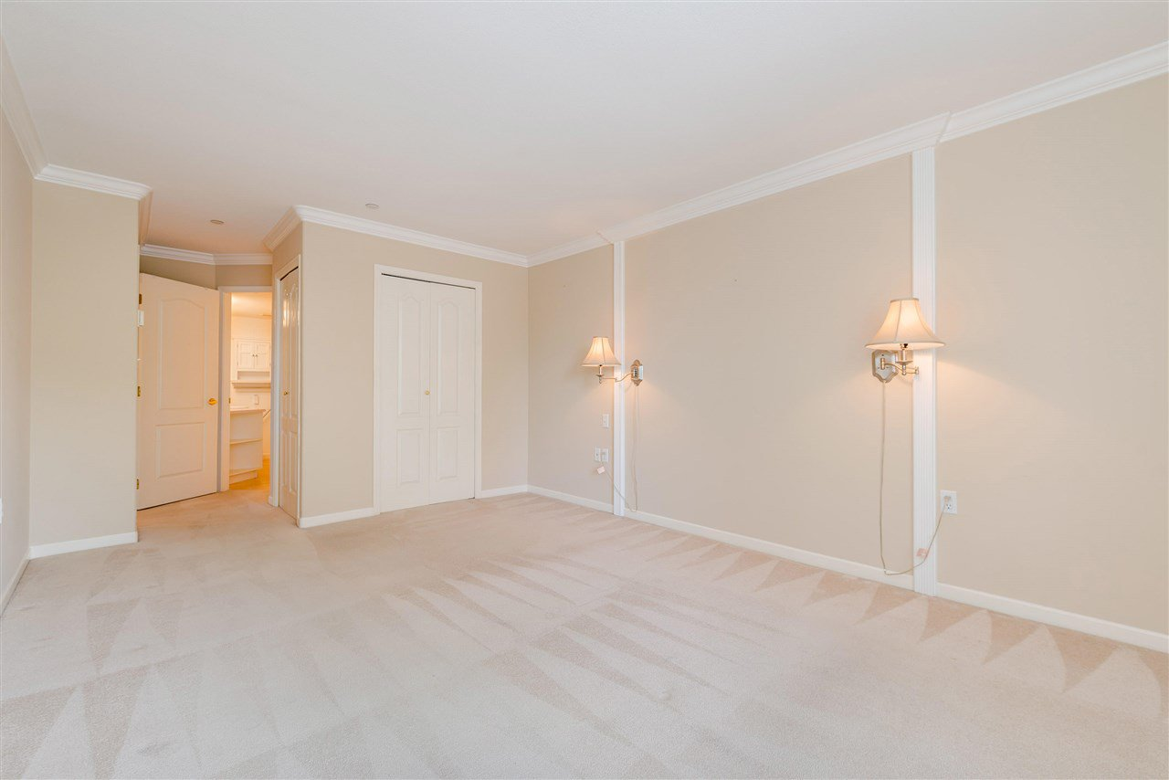 """Photo 23: Photos: 202 15290 18 Avenue in Surrey: King George Corridor Condo for sale in """"STRATFORD BY THE PARK"""" (South Surrey White Rock)  : MLS®# R2460896"""
