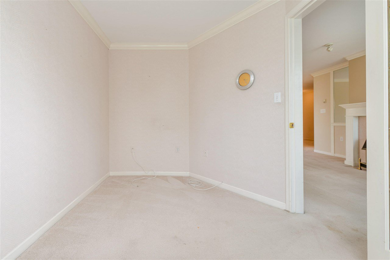 """Photo 29: Photos: 202 15290 18 Avenue in Surrey: King George Corridor Condo for sale in """"STRATFORD BY THE PARK"""" (South Surrey White Rock)  : MLS®# R2460896"""