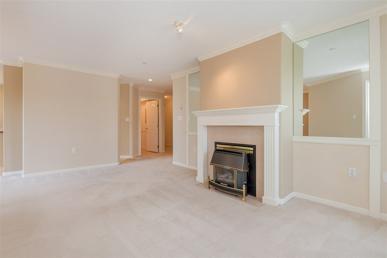 """Photo 8: Photos: 202 15290 18 Avenue in Surrey: King George Corridor Condo for sale in """"STRATFORD BY THE PARK"""" (South Surrey White Rock)  : MLS®# R2460896"""