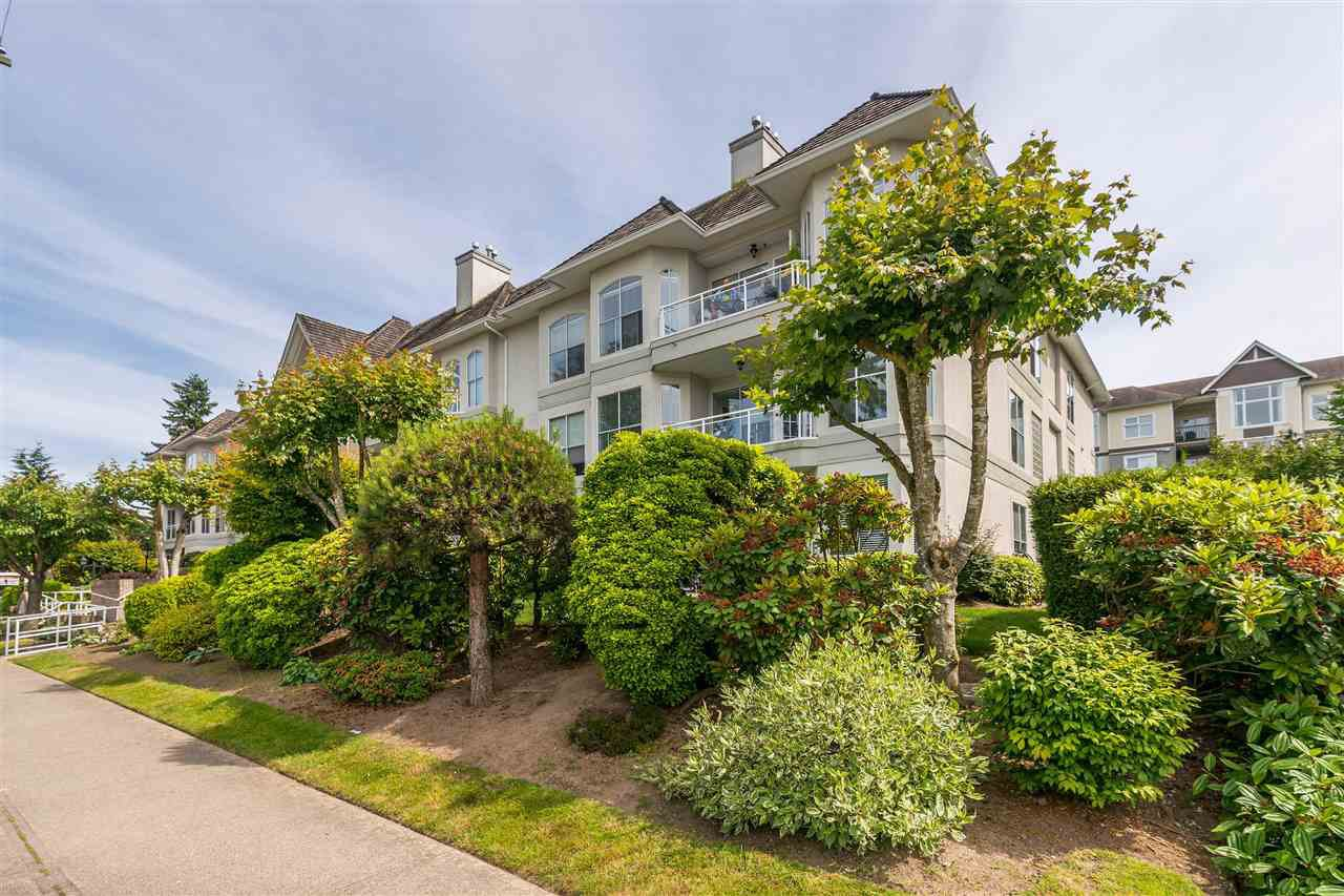 """Photo 3: Photos: 202 15290 18 Avenue in Surrey: King George Corridor Condo for sale in """"STRATFORD BY THE PARK"""" (South Surrey White Rock)  : MLS®# R2460896"""