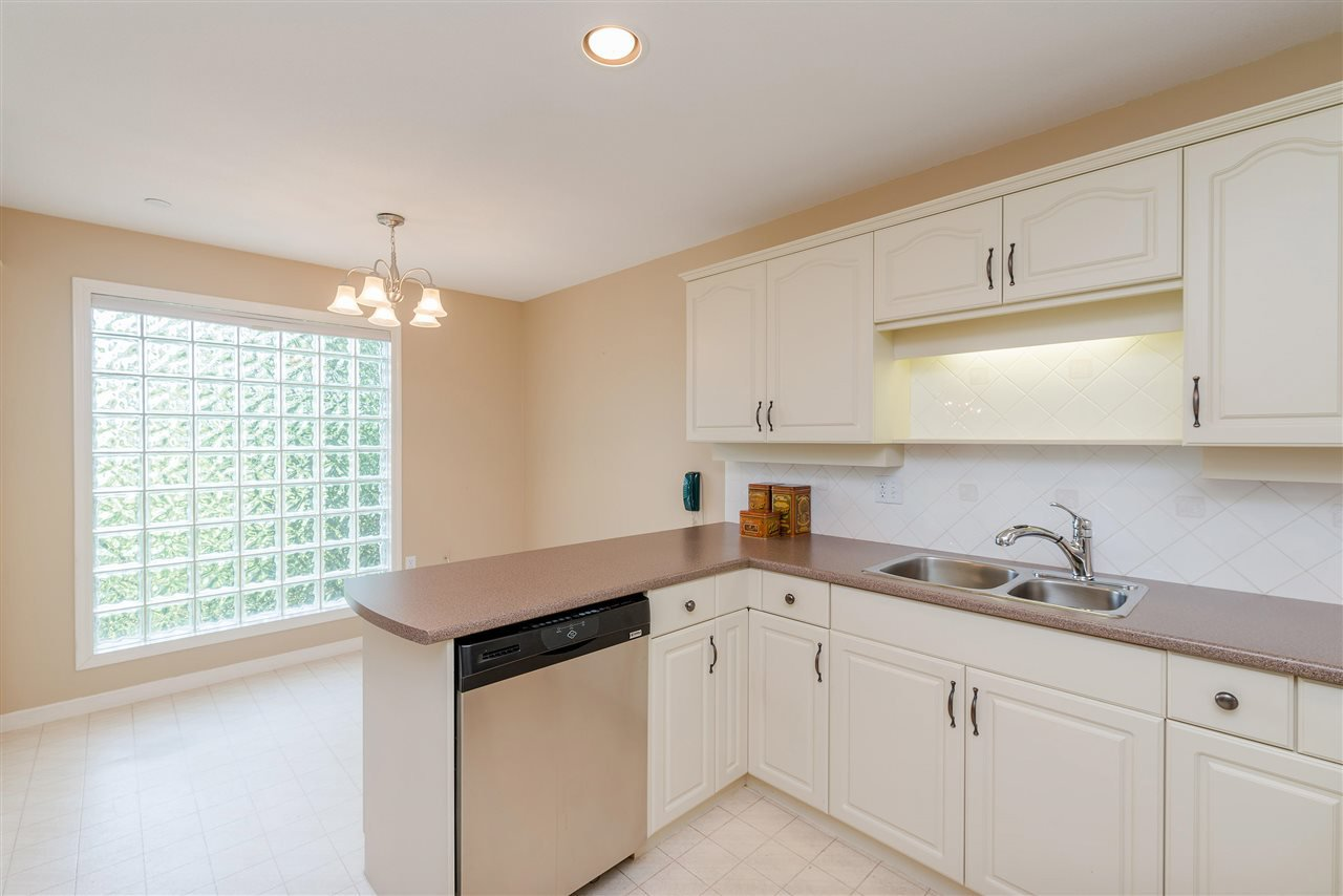 """Photo 16: Photos: 202 15290 18 Avenue in Surrey: King George Corridor Condo for sale in """"STRATFORD BY THE PARK"""" (South Surrey White Rock)  : MLS®# R2460896"""