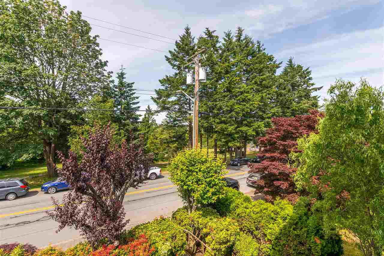 """Photo 33: Photos: 202 15290 18 Avenue in Surrey: King George Corridor Condo for sale in """"STRATFORD BY THE PARK"""" (South Surrey White Rock)  : MLS®# R2460896"""