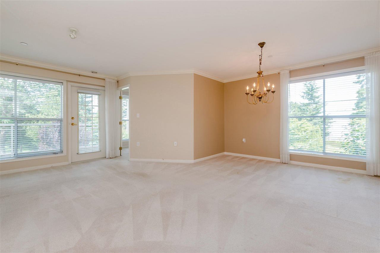 """Photo 9: Photos: 202 15290 18 Avenue in Surrey: King George Corridor Condo for sale in """"STRATFORD BY THE PARK"""" (South Surrey White Rock)  : MLS®# R2460896"""