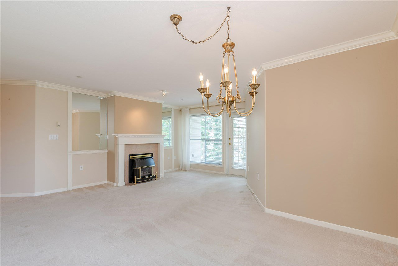 """Photo 12: Photos: 202 15290 18 Avenue in Surrey: King George Corridor Condo for sale in """"STRATFORD BY THE PARK"""" (South Surrey White Rock)  : MLS®# R2460896"""