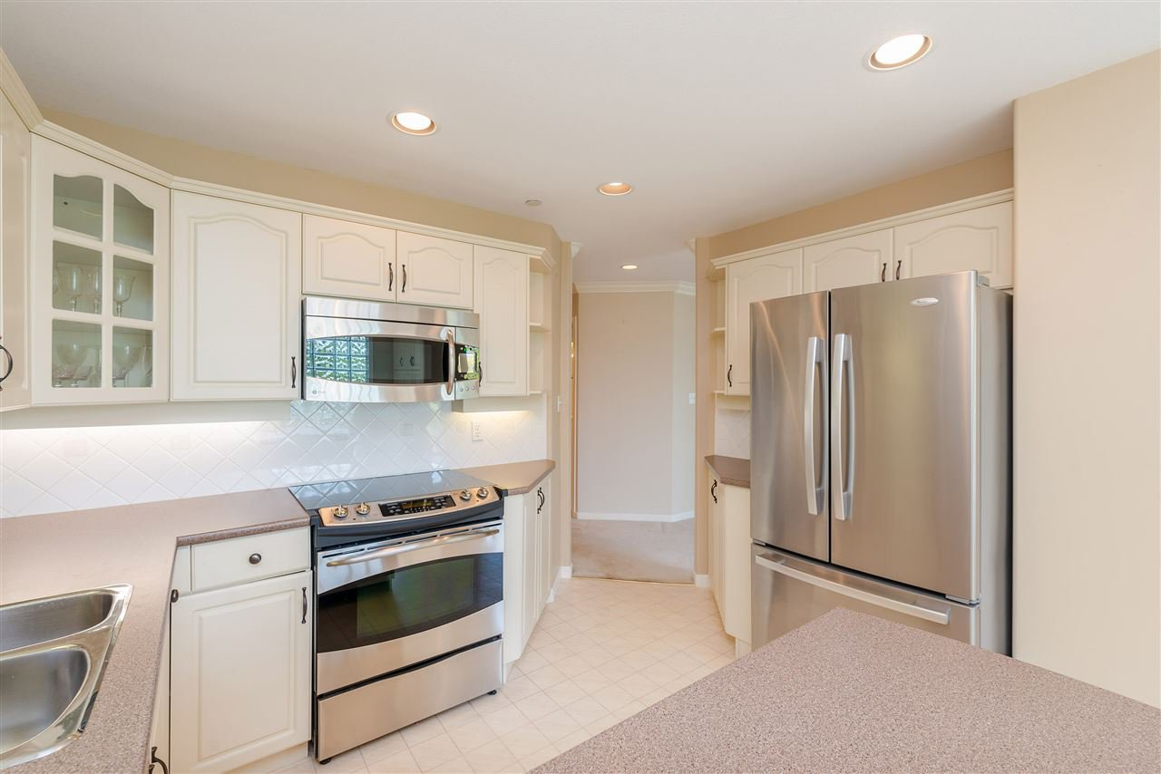 """Photo 14: Photos: 202 15290 18 Avenue in Surrey: King George Corridor Condo for sale in """"STRATFORD BY THE PARK"""" (South Surrey White Rock)  : MLS®# R2460896"""