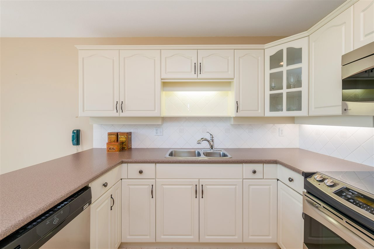 """Photo 15: Photos: 202 15290 18 Avenue in Surrey: King George Corridor Condo for sale in """"STRATFORD BY THE PARK"""" (South Surrey White Rock)  : MLS®# R2460896"""