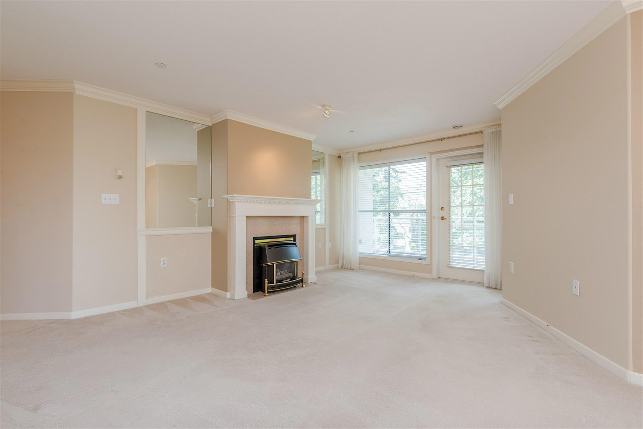 """Photo 6: Photos: 202 15290 18 Avenue in Surrey: King George Corridor Condo for sale in """"STRATFORD BY THE PARK"""" (South Surrey White Rock)  : MLS®# R2460896"""