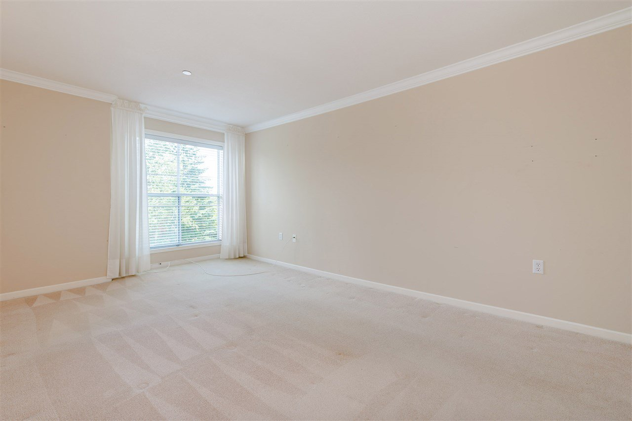 """Photo 22: Photos: 202 15290 18 Avenue in Surrey: King George Corridor Condo for sale in """"STRATFORD BY THE PARK"""" (South Surrey White Rock)  : MLS®# R2460896"""