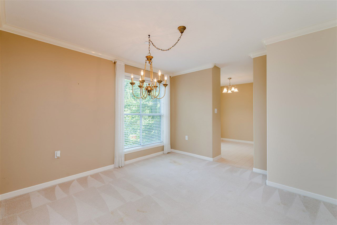 """Photo 11: Photos: 202 15290 18 Avenue in Surrey: King George Corridor Condo for sale in """"STRATFORD BY THE PARK"""" (South Surrey White Rock)  : MLS®# R2460896"""