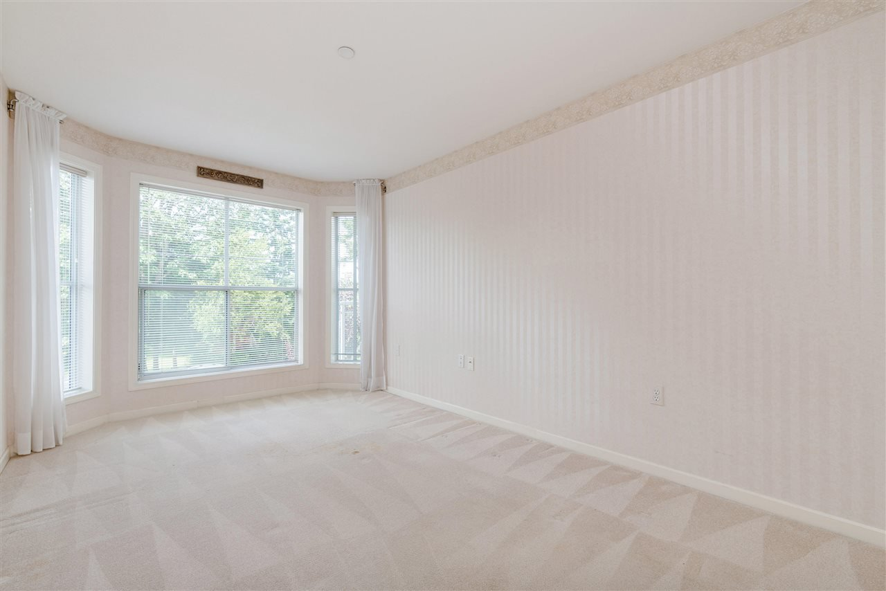 """Photo 25: Photos: 202 15290 18 Avenue in Surrey: King George Corridor Condo for sale in """"STRATFORD BY THE PARK"""" (South Surrey White Rock)  : MLS®# R2460896"""