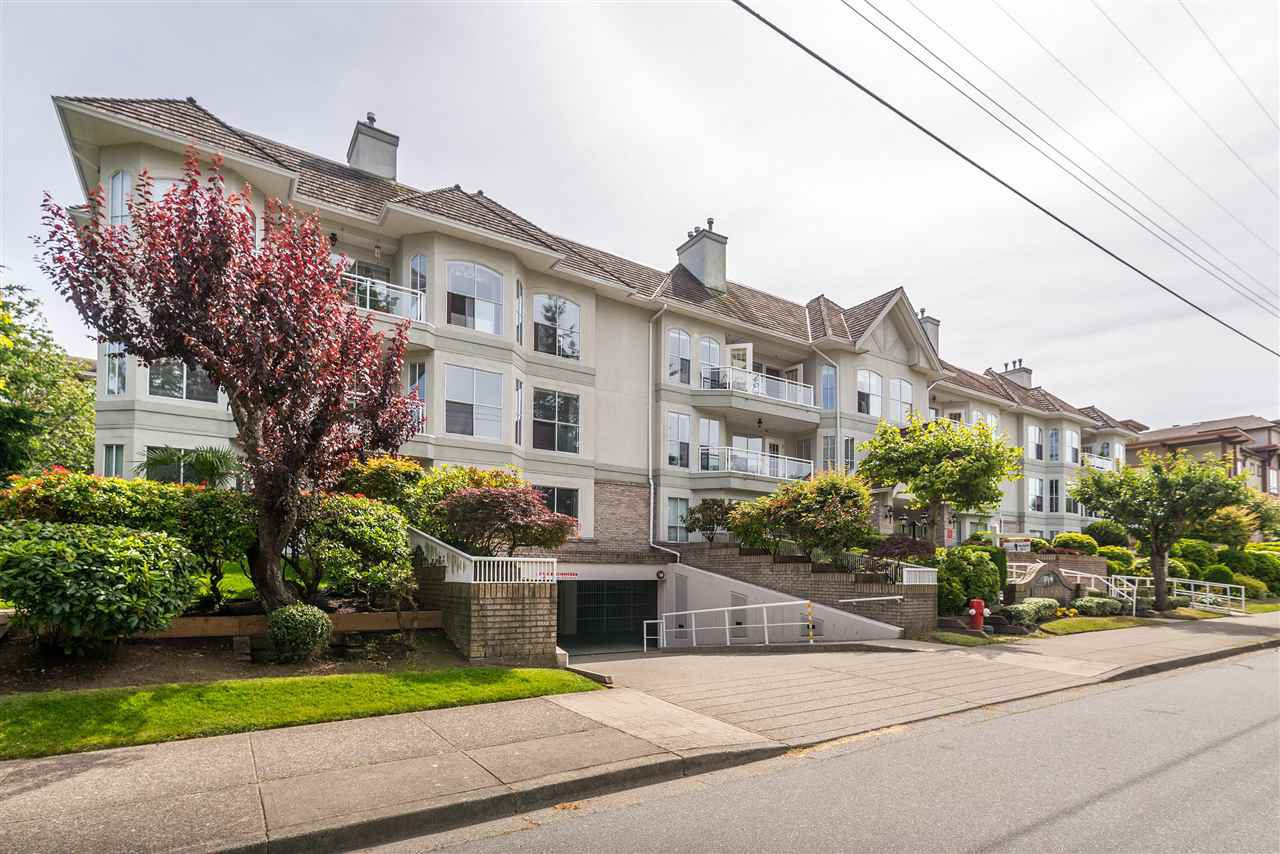"""Photo 4: Photos: 202 15290 18 Avenue in Surrey: King George Corridor Condo for sale in """"STRATFORD BY THE PARK"""" (South Surrey White Rock)  : MLS®# R2460896"""