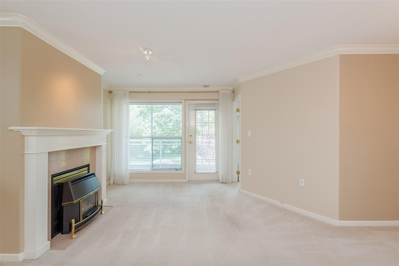 """Photo 7: Photos: 202 15290 18 Avenue in Surrey: King George Corridor Condo for sale in """"STRATFORD BY THE PARK"""" (South Surrey White Rock)  : MLS®# R2460896"""