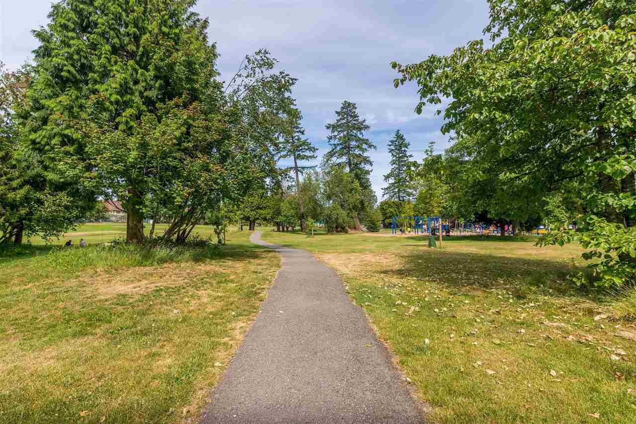 """Photo 34: Photos: 202 15290 18 Avenue in Surrey: King George Corridor Condo for sale in """"STRATFORD BY THE PARK"""" (South Surrey White Rock)  : MLS®# R2460896"""
