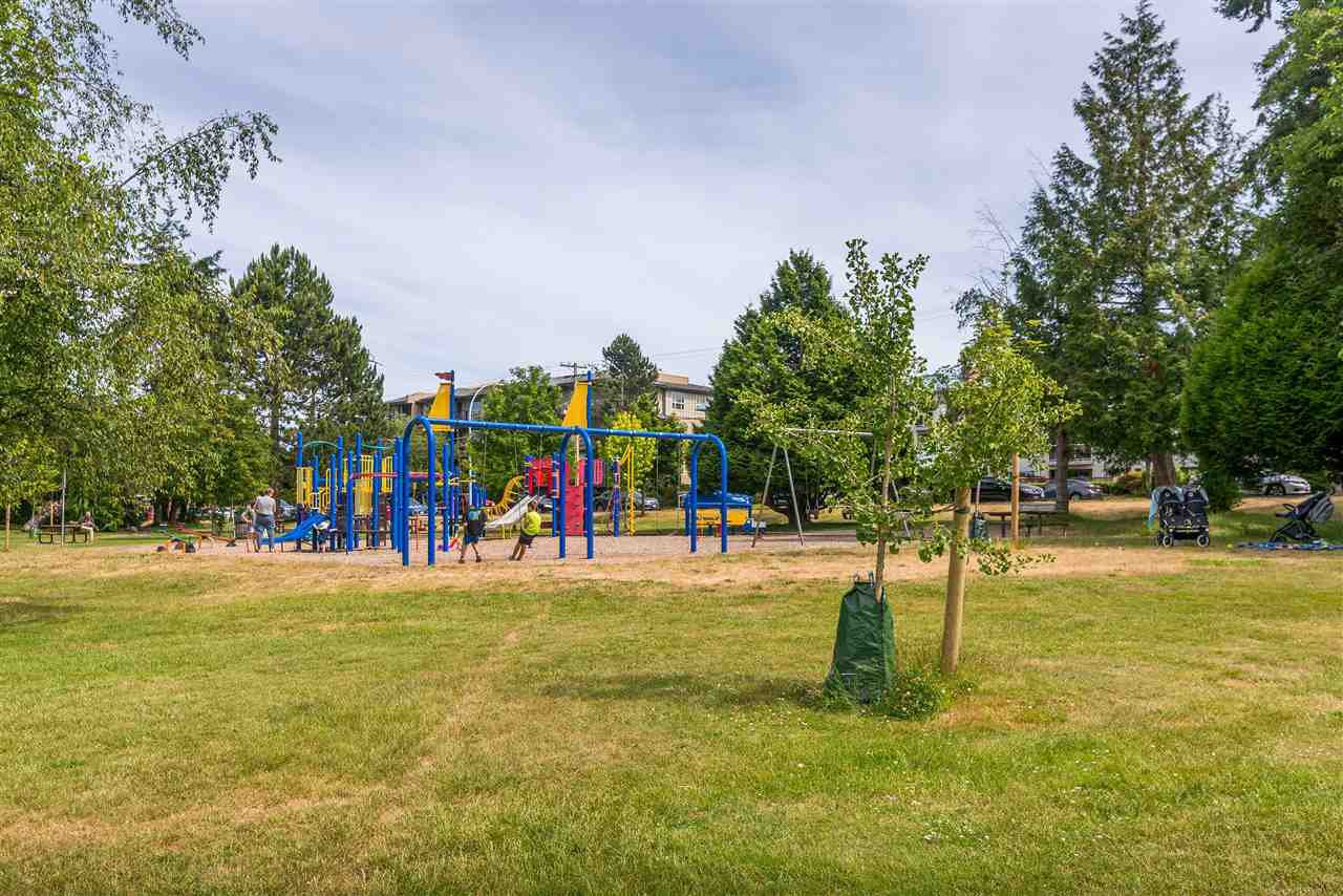 """Photo 36: Photos: 202 15290 18 Avenue in Surrey: King George Corridor Condo for sale in """"STRATFORD BY THE PARK"""" (South Surrey White Rock)  : MLS®# R2460896"""