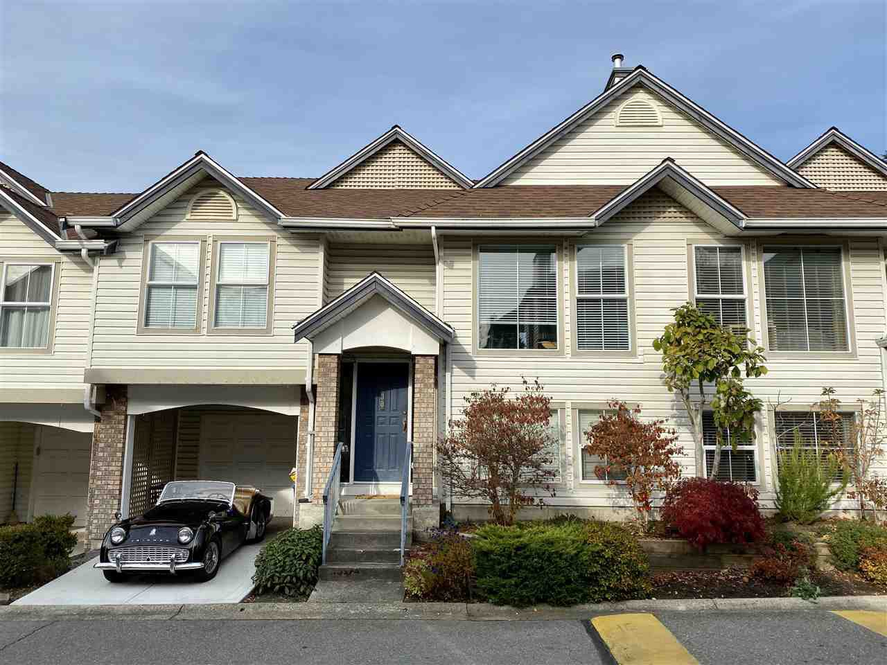 """Main Photo: 30 8716 WALNUT GROVE Drive in Langley: Walnut Grove Townhouse for sale in """"Willow Arbour"""" : MLS®# R2463984"""
